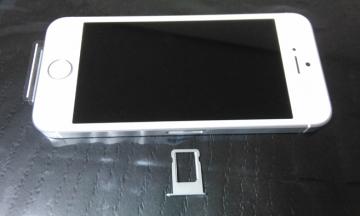 iPhone SEにSIMカードを挿す場所と挿し方を確認しよう