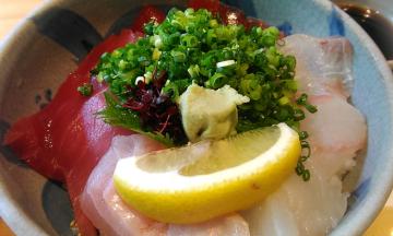 福島県 郡山駅の近くに、おいしい海鮮丼のランチが食べられるお店「丸新(まるしん)」があるよ!